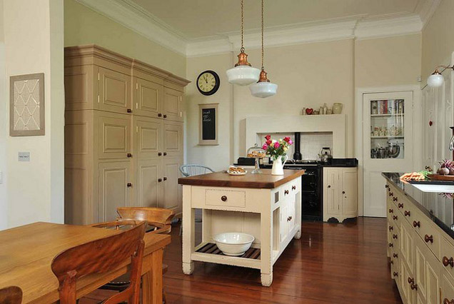 Transitional Kitchen Design: Neutral Color Scheme
